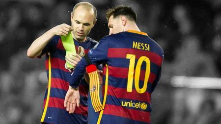 Lionel Messi memecahkan tradisi Barcelona demi Andres Iniesta, bukti ketidakegoisan La Pulga. - INDOSPORT