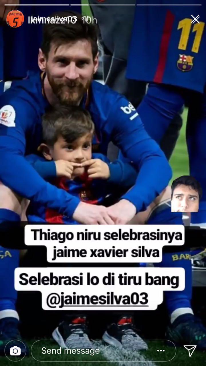 Anak Lionel Messi, Thiago meniru selebrasi Jaime Xavier Silva saat berada di lapangan Copyright: INDOSPORT
