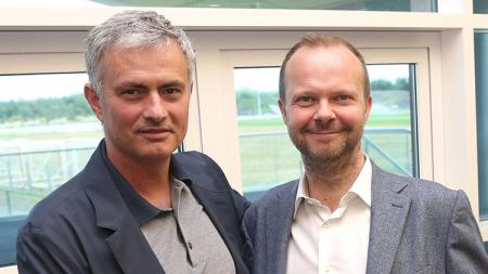 Mourinho (Kiri), Ed Woodward (Kanan) - INDOSPORT