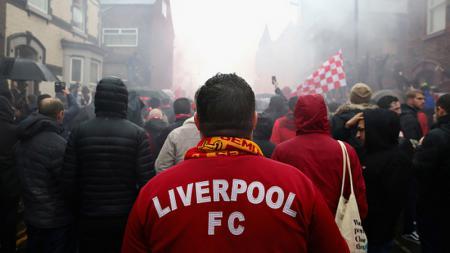 Fans Liverpool sempat mendapat penyerangan oleh oknum tidak dikenal jelang dimulainya pertandingan Liga Champions 2019/20 melawan Napoli. - INDOSPORT