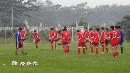 Timnas Korea Utara sempat dipercaya lakukan kerja paksa pasca kalah memalukan di Piala Dunia 2010. FIFA pun langsung turun tangan. - INDOSPORT
