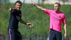 Indosport - Luis Enrique dan Andres Iniesta.