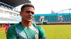 Indosport - Pemain PSS Sleman Cristian Gonzales.