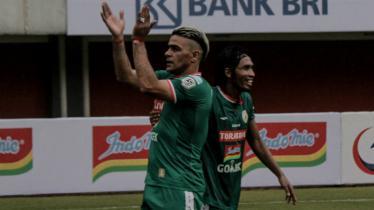 Cristian Gonzales saat mencetak gol perdananya untuk PSS Sleman