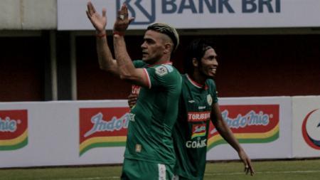Cristian Gonzales saat mencetak gol perdananya untuk PSS Sleman - INDOSPORT