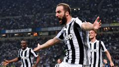 Indosport - Gonzalo Higuain berselebrasi usai golnya dipastikan menjadi penentu kemenangan Juventus atas Inter MIlan.