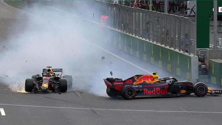 Verstappen dan Daniel Ricciardo mengalami kecelakaan dalam seri Formula 1 yang digelar di Sirkuit Baku, Azerbaijan. Copyright: f1/Twitter