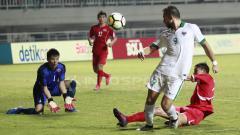 Indosport - Ilija Spasojevic gagal mengamankan peluang ke gawang Korea Utara. (Herry Ibrahim)