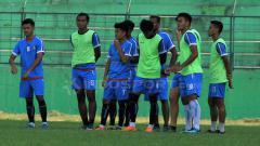 Indosport - Pemain Arema FC saat jalani latihan.