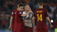 Indosport - Para pemain AS Roma tampak kecewa setelah gagal lolos ke final Liga Champions 2018.
