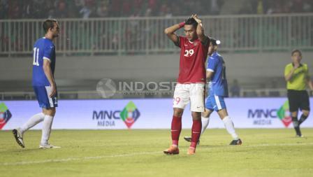 Ekspresi kekecewaan Septian David Maulana usai gagal mencetak gol lewat tendangan penalti. Herry Ibrahim