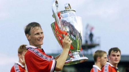Legenda Manchester United dan Inggris, Teddy Sheringham. - INDOSPORT
