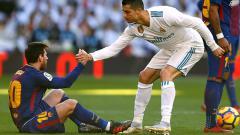 Indosport - Lionel Messi (kiri/Barcelona) dan Cristiano Ronaldo (Real Madrid).