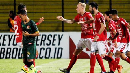 Pemain Bali United selebrasi saat melawan PS TIRA. - INDOSPORT