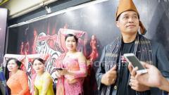 Indosport - Pakaian adat Medan siap ramaikan pertarungan Mixed Martial Arts.