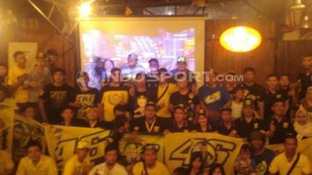Suasana Nonton Bareng Fan Club Valentino Rossi Indonesia di Cafe & Resto Tebet 39, Jakarta Selatan. - INDOSPORT