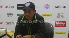 Indosport - Joko Susilo dan saat konferensi pers.