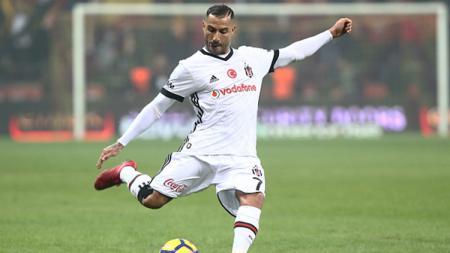 Bintang Besiktas dan Timnas Portugal, Ricardo Quaresma, dikabarkan sedang ditawarkan ke klub Liga Vietnam, Hanoi FC. - INDOSPORT