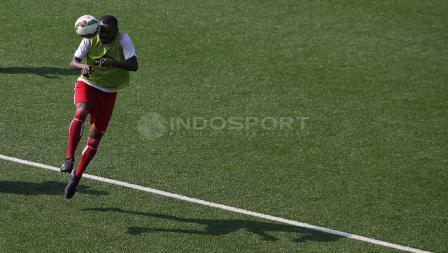 Aksi pemain Persipura saat latihan.