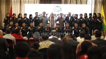 Skuat Thomas dan Uber Cup Indonesia foto bersama bersama pengurus PBSI.