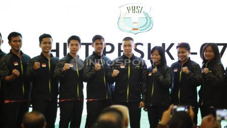 Skuat Thomas dan uber Cup Indonesia foto bersama.