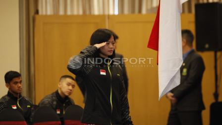 Tunggal putri, Fitriani memberi hormat kepada bendera Merah Putih.