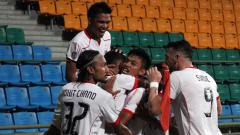 Indosport - Para pemain Persija Jakarta merayakan gol usai Ramdani Lestaluhu mencetak gol ke gawang Home United.