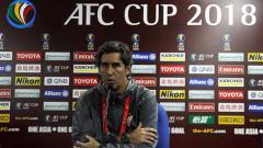Indosport - Pelatih Persija saat konferensi pers usai laga Home United vs Persija.