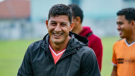 Jadi pembuka Liga 2 2020 di Stadion Batakan, Sabtu (14/3/20), pelatih asal Argentina, Angel Alfredo Vera, mengakui pemain Persiba Balikpapan sempat gugup. - INDOSPORT