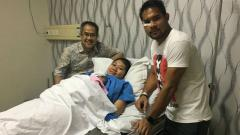 Indosport - Andritany Ardhiyasa bersama keluarga