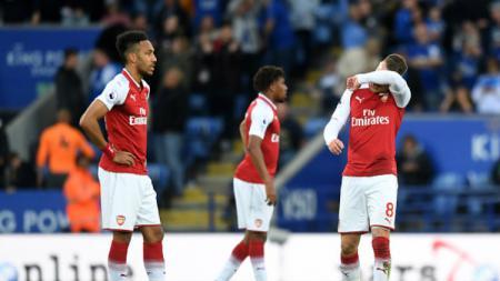 Para pemain Arsenal tertunduk lesu. - INDOSPORT