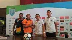 Indosport - Jumpa pers jelang laga Persela vs Perseru.