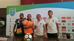 Indosport - Konferensi pers jelang Persela vs Perseru.