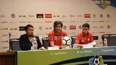 Indosport - Jumpa pers Persija Jakarta jelang lawan Madura United: Pelatih Stefano Cugurra Teco dan Novri Setiawan.