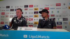 Indosport - Konferensi pers jelang laga Persib vs Persipura.