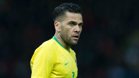 Mantan bek Barcelona dan Paris Saint-Germain, Dani Alves, resmi bergabung dengan klub Liga Brasil, Sao Paulo. - INDOSPORT