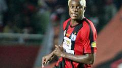 Indosport - Victor Igbonefo saat berseragam Persipura