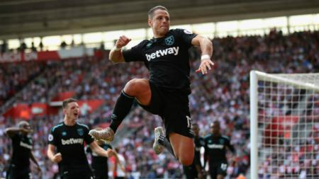 Pemain West Ham United Javier 'Chicharito' Hernandez. - INDOSPORT