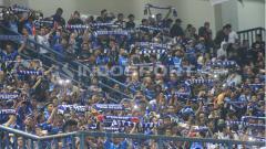 Indosport - Bobotoh memadati Stadion GBLA.