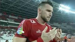 Indosport - Striker Persija Jakarta, Marko Simic saat hendak masuk lapangan