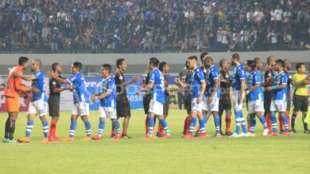 Persib Bandung vs Persipura. - INDOSPORT