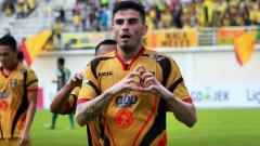 Indosport - Selebrasi pemain Mitra Kukar, Fernando Rodríguez.