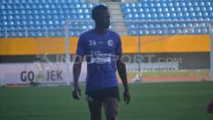 Indosport - Mahamadou N'Diaye dalam sesi latihan Sriwijaya FC.