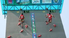 Indosport - Sabri dan Aspar Jailolo dalam duel sesame atlet Indonesia di semi final IFSC World Cup Tai'an.