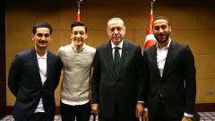 Indosport - Mesut Ozil, Cenk Tosun, Ilkay Gundogan, dan Recep Tayyip Erdogan.