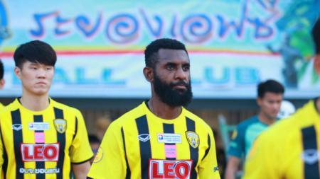 Pemain Khonkaen FC, Yanto Basna. - INDOSPORT