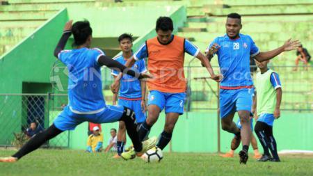 Suasana latihan Arema FC. - INDOSPORT