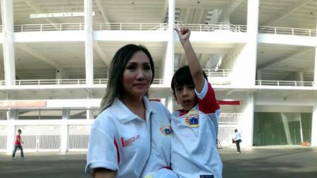 Miranda Erlinda, istri Coach Teco. - INDOSPORT