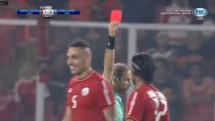 Indosport - Bek Persija, Jaimerson da Silva dikartu merah.