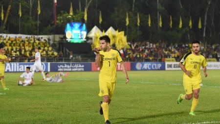 Pemain Ceres Negros Bienvenido Maranon, yang sukses menjadi pencetak gol terbanyak sepanjang sejarah Piala AFC ingin bermain di Liga 1 Indonesia. - INDOSPORT